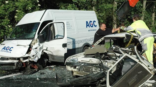 Nehoda osobního auta a dodávky