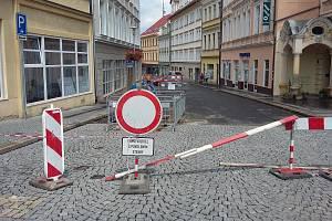 Uzavírky a rozkopané Teplice, Dlouhá ulice.