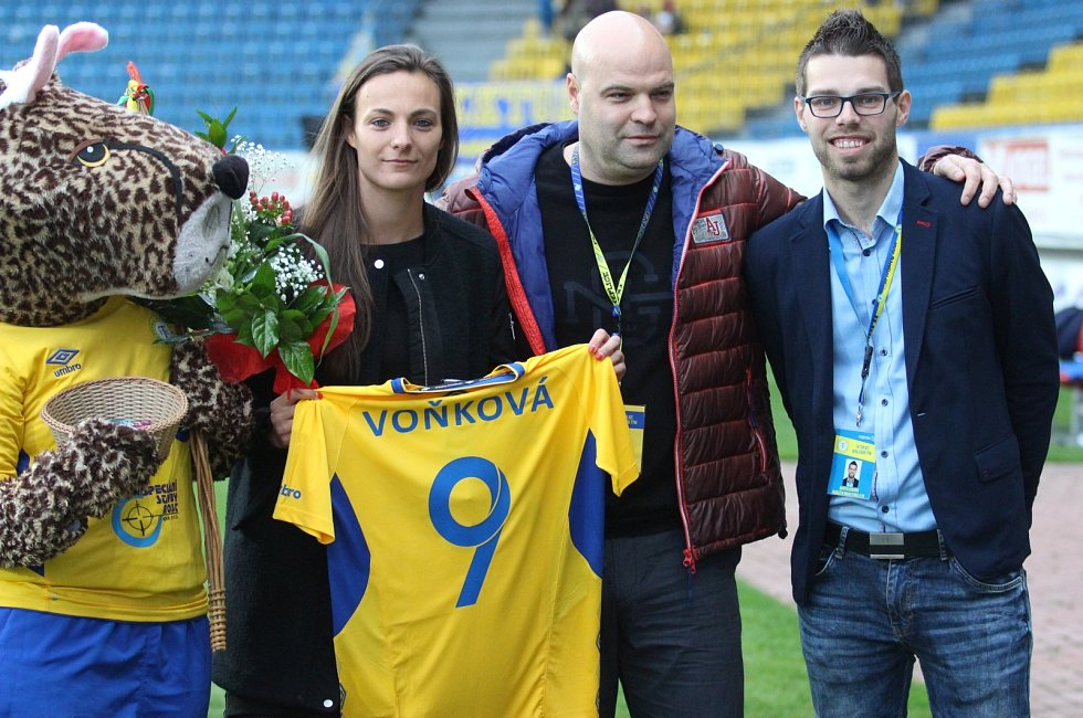 Lucie Voňková s dresem Teplic.