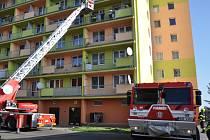 Panelák v Oseku hořel, šlo o cvičení