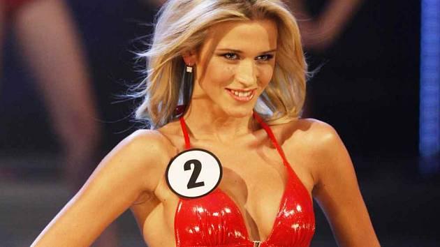 Plavky i šaty Veronice slušely, ale na titul to nestačilo. Konkurence 14 dívek byla veliká. I tak je účast ve finále úspěchem. Foto: M. Divíšek