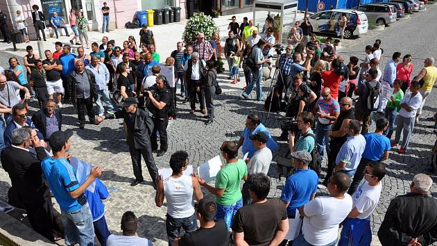 Romové se sešli pod radnicí