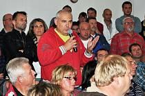 Beseda s občany ohledně kauzi Červený Újezd, lidé tam nechtějí ghetto