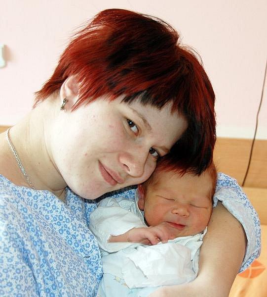 Mamince Nikole Pavelkové z Teplic se 11. února ve 13.08 hodin narodil v ústecké porodnici syn Denny Pavelka. Měřil 48 cm a vážil 3,3 g.