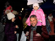 Předvánoční akce v Teplicích. Pohádka a slet andělů v rámci rozsvícení vánoční výzdoby Galerie Teplice.