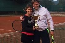 """Vítězem turnaje """"O pohár spravedlnosti"""" se stal smíšený pár Michal Vejlupek s Marcelou Trejbalovou."""