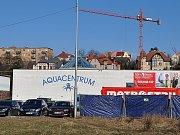 Teplické Aquacentrum prochází rekonstrukcí. Stavební ruch zatím panuje v okolí haly. Do interiéru se stavební práce přesunou z části už v dubnu, od května pak bude na 5 měsíců areál mimo provoz.