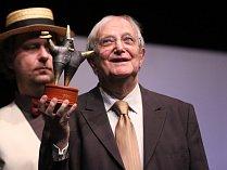 V Mostě hrálo Klicperovo divadlo divadlení hru Koule, která vyvrcholila koncertem Petra Kotvalda. Jiří Suchý zároveň dostal cenu Forever young.