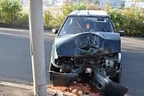 V Proseticích v Pražské ulici u čerpací stanice se stala v pondělí dopoledne nehoda dvou osobních aut.