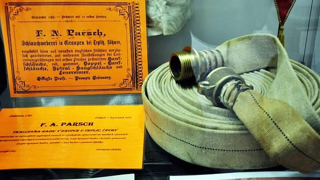 Snímek z muzea v Krupce, hadice firmy Parsch.