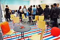 Vedení teplické konzervatoře nadělilo studentům k začátku školního roku novou klubovnu.