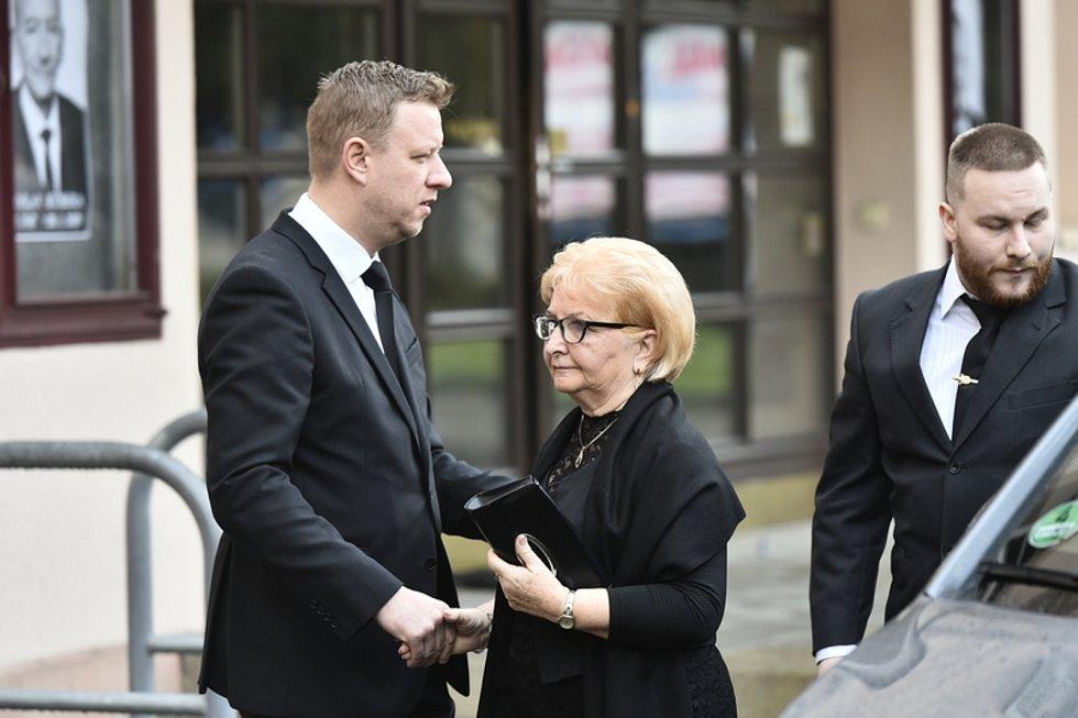Primátor Teplic Hynek Hanza a manželka zesnulého předsedy Senátu Jaroslava Kubery Věra Kuberová.