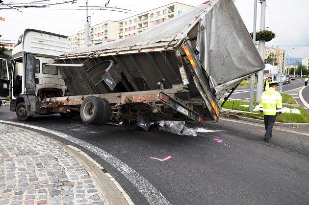 Nehoda na kruhovém objezdu v teplické části Trnovany.