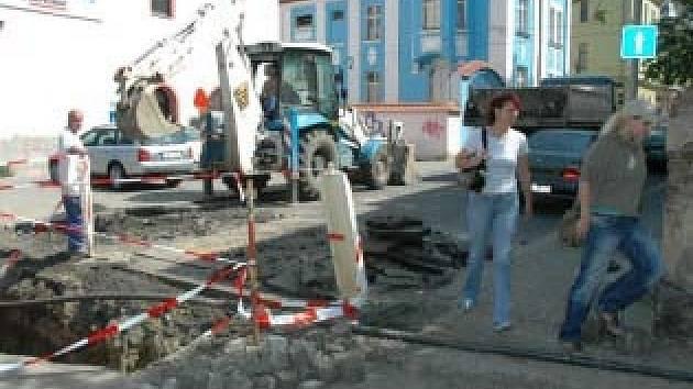 Opravy Masarykovy ulice v Teplicích jsou v plném proudu.
