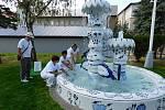 Český porcelán a to 155 let výroby porcelánu. K tomuto  výročí si společnost nadělila krásný dárek a to obří fontánu.