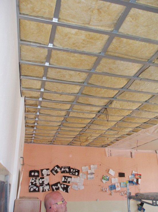 Škola Novosedlice dětem už nespadne na hlavu