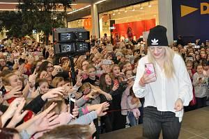 Vloni se na akci přišly podívat do obchodního centra Galerie stovky lidí.