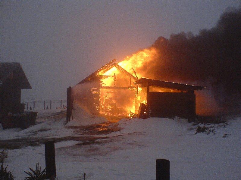 Požár chaty na Cínovci