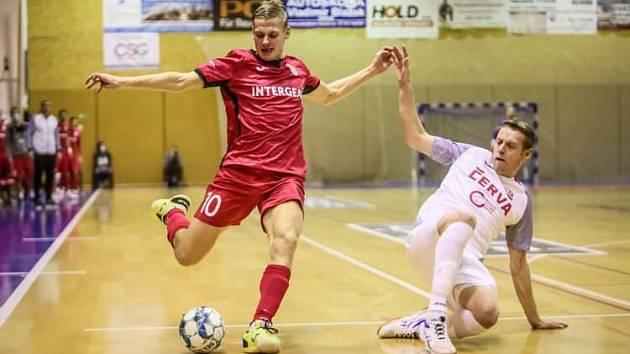 Chrudim (v červeném) porazila Teplice 3:0.