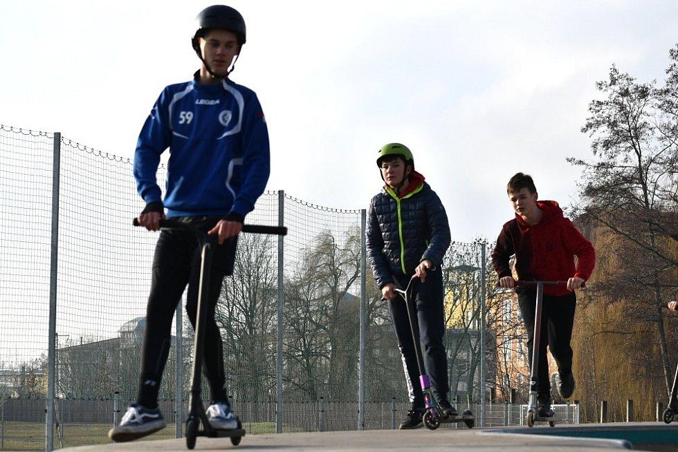 Skatepark v Teplicích vyhledávají chlapci i v zimních měsících