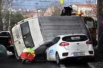 Nehoda dvou aut v Jateční ulici.