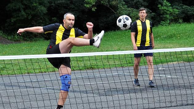 Klub přátel nohejbalu pod záštitou obce Mikulov pořádal 10. ročník  nohejbalového turnaje na parkovišti pod Bouřňákem.