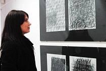 """Vernisáž výstavy Jana Kotíka (4. 1. 1916 23. 3. 2002) ,,Plocha struktura, systém, množina"""" v ateliéru fakulty umění a designu UJEP v Dubí"""