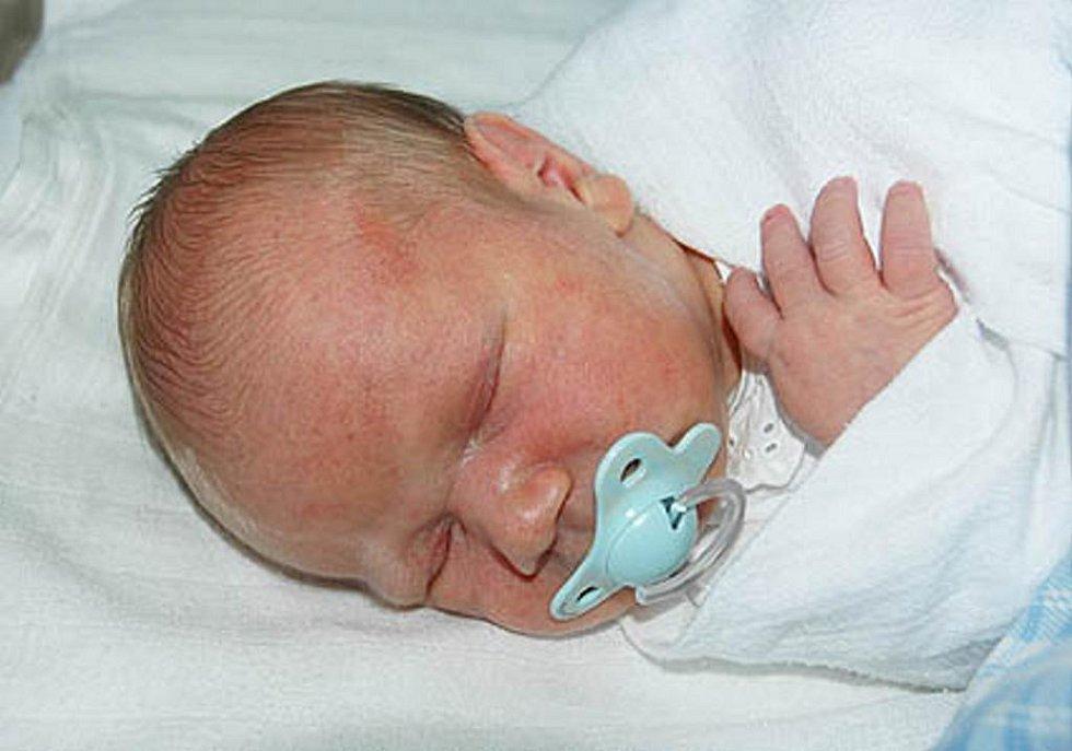 Jaroslavě Váchové z Dubí se v teplické porodnici 16. října ve 13.45 hod. narodil syn Matyáš Vácha. Měřil 51 cm a vážil 3,85 kg.