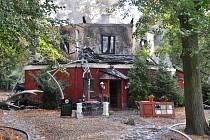 Zámeček Dvojhradí po požáru.