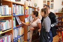 Knihovna v Kostomlatech, v komunitním centru.