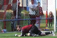 Utkání TJ Proboštov - Junior Děčín rozhodl až penaltový rozstřel, ve kterém byli úspěšní domácí. David Šnobr v brance domácích