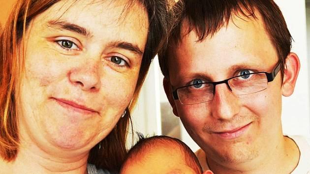 Mamince Aleně Štolové z Teplic se 2. června v 10.13 hod. v teplické porodnici narodil syn Petr Suchan. Měřil 50 cm a vážil 3,30 kg.