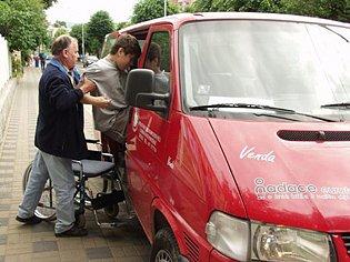 K dopravě klientů využívá Arkadie mikrobusy.