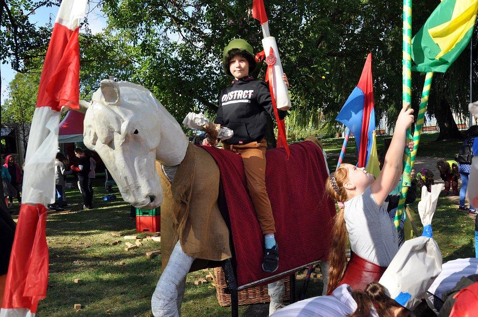 Program akce Zdař bůh Krupko v parku Herty Lindnerové patřil historii, soutěžím i divadlu.