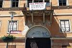 Úřední dům, kus historie Teplic, chátrá. Je na prodej.