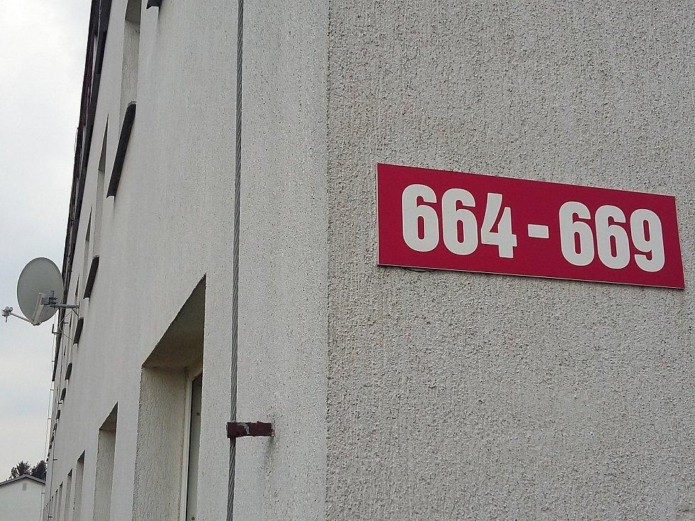Domy s byty v Dlouhé ulici v Krupce.