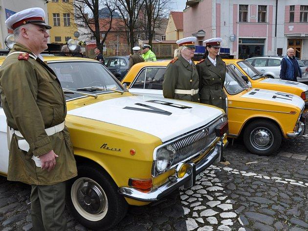 Setkání veteránů vozů Žiguli a Moskvič v Bílině.
