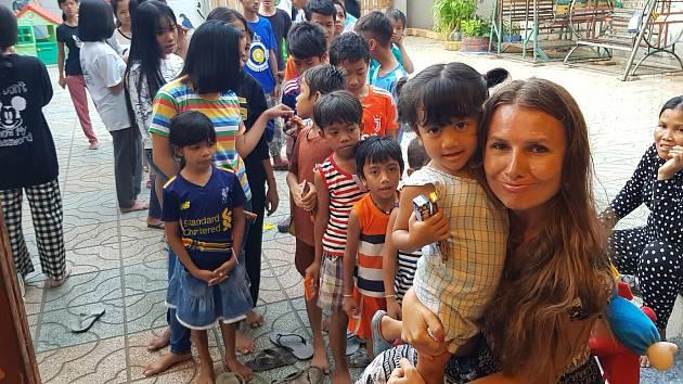 Monika Nová v Kambodži.
