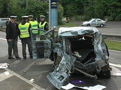 Vážná dopravní nehoda se stala v Teplicích na silnici E55 - u čerpací stanice OMV, resp. prodejny Opel