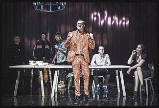 Festival bude slavnostně zahájen ve středu 7. 11. od 19.00 v Krušnohorském divadle Teplice, a to divadelním představením Neúp!ní.