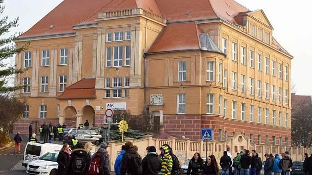 Na škole hledali bombu