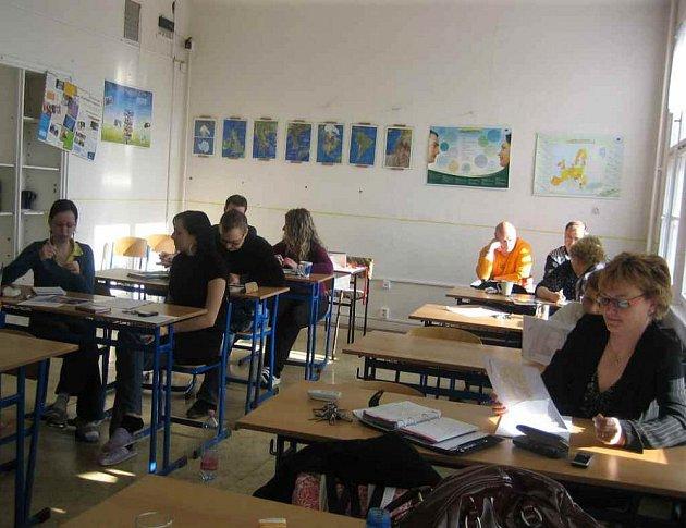 Dne 9. dubna se pedagogický sbor Gymnázia J. A. Komenského v Dubí-Bystřici zúčastnil semináře Inkluze po špičkách, který pro něj připravili pracovníci Centra podpory inkluzivního vzdělávání z Mostu