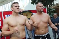 V teplické Olympii proběhlo v pátek vážení boxerů před sobotními zápasy