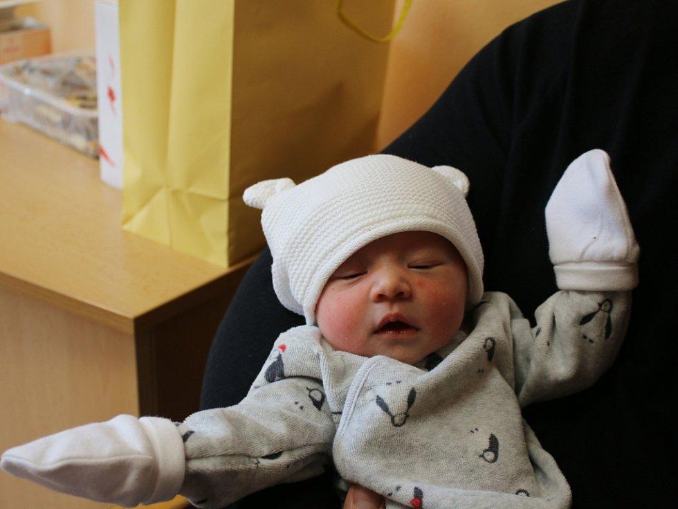 Isabella Goltschová se narodila Martině Lindové z Teplic 4. března ve 22.58 hod. v ústecké porodnici. Měřila 47 cm a vážila 3,03 kg.