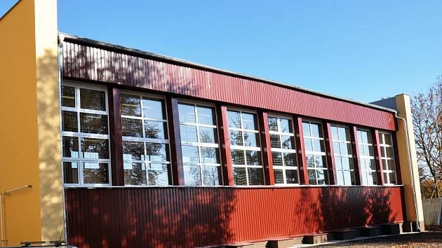 Tělocvična v Novosedlicích má zateplenou střechu i stěny