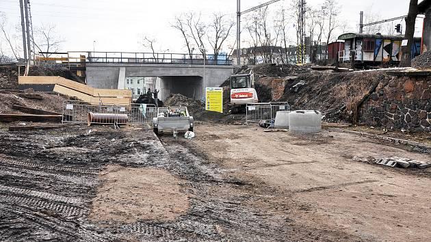 Rekonstrukce železničního svršku na trati Ústí nad Labem - Most v Teplicích.