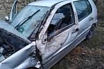 Vážná dopravní nehoda se stala v neděli odpoledne na silnici I/8 mezi Žalany a Velvěty.