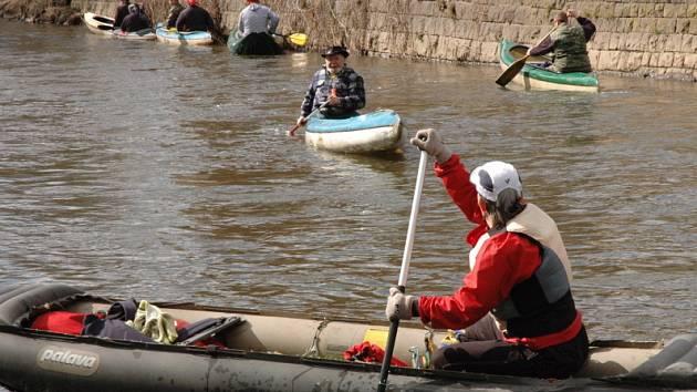 Vodáci odemykali řeku Bílinu