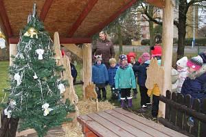 Předvánoční akce v MŠ Fráni Šrámka Teplice, seznámení s tradicemi adventu a vánočním příběhem.