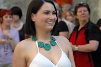 Modelky předvádějí šperky z LK dílny.